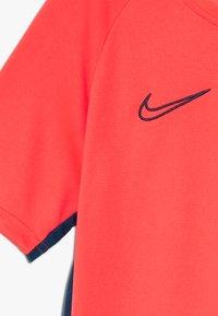 Nike Performance - DRY ACADEMY - Print T-shirt - laser crimson/valerian blue - 4