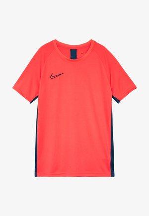 DRY ACADEMY - T-shirt imprimé - laser crimson/valerian blue