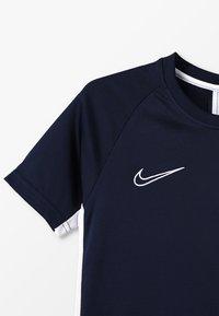 Nike Performance - DRY ACADEMY - T-shirt de sport - obsidian/white - 4