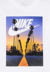 Nike Performance - TEE PALM TREE FUTURA - Print T-shirt - white - 3