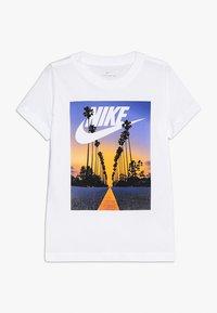 Nike Performance - TEE PALM TREE FUTURA - Print T-shirt - white - 0