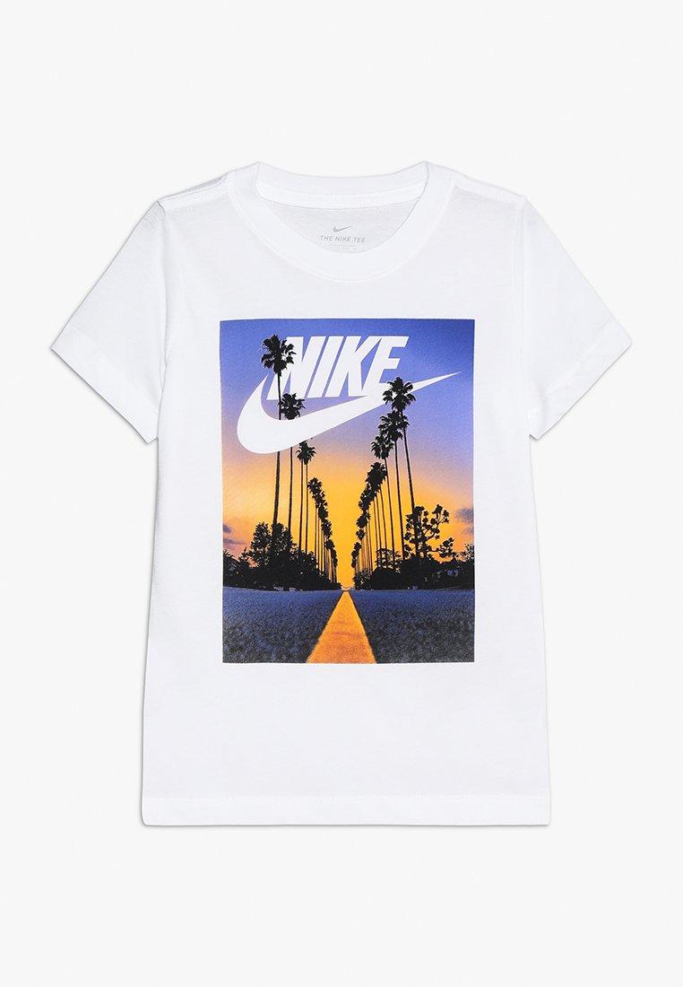 Nike Performance - TEE PALM TREE FUTURA - Print T-shirt - white