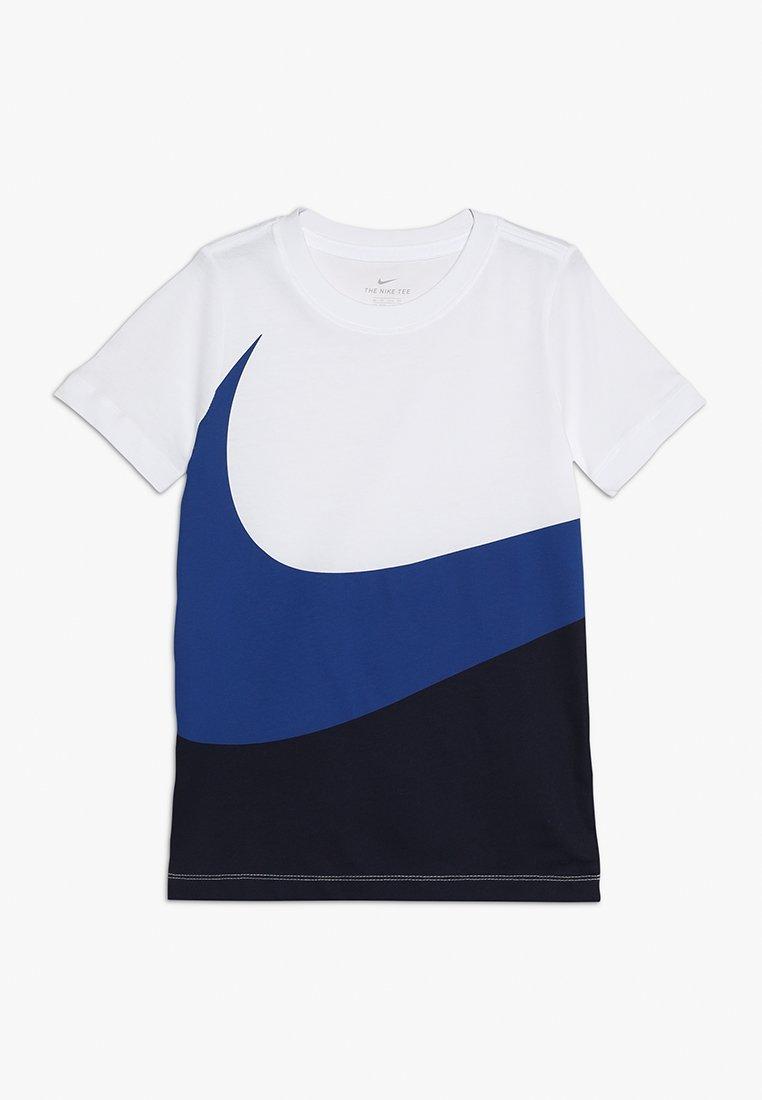 Nike Performance - TEE - T-shirt med print - white/indigo force