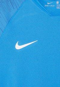Nike Performance - T-shirt con stampa - light photo blue/coastal blue/white - 3