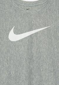 Nike Performance - CORE - T-shirt imprimé - midnight navy/white - 3