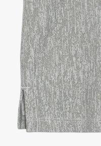 Nike Performance - CORE - T-shirt imprimé - medium olive/white - 2