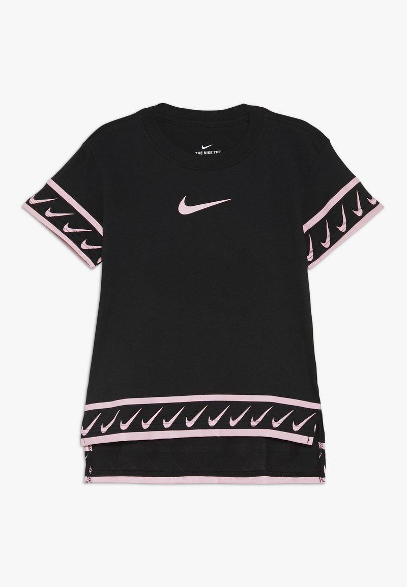 Nike Performance - TEE STUDIO - T-shirt imprimé - black/pink tint