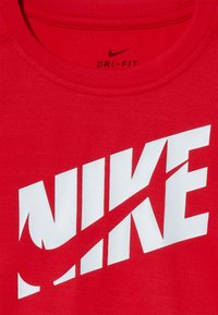 Nike Performance - T-shirt imprimé - university red/white - 3