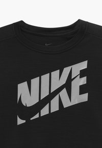Nike Performance - Print T-shirt - black/light smoke grey - 3