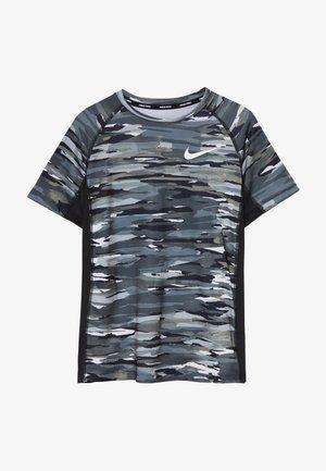 B NP SS FTTD AOP TOP - T-shirt print - black/white