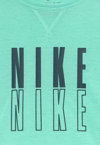 Nike Performance - TROPHY - T-shirt con stampa - emerald rise/midnight turquoise - 3