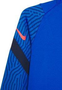 Nike Performance - DRY STRIKE - Sportshirt - soar/midnight navy/laser crimson - 3
