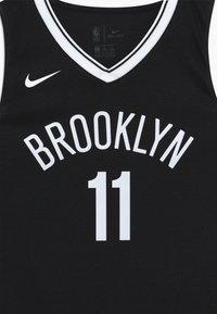 Nike Performance - NBA KYRIE IRVING BROOKLYN NETS JERSEY - Oblečení národního týmu - black - 3