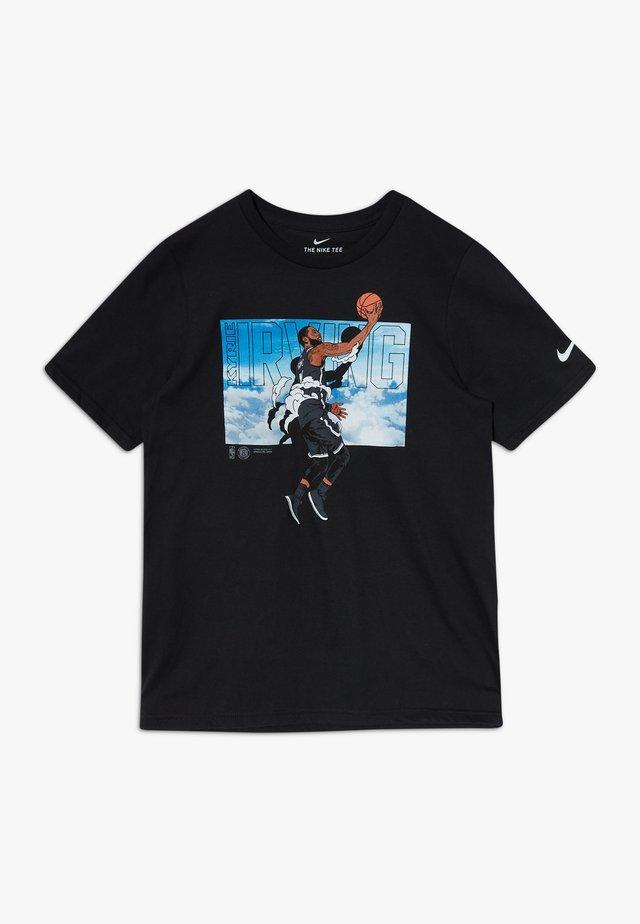NBA KYRIE IRVING ELEVATION TEE - Camiseta estampada - black
