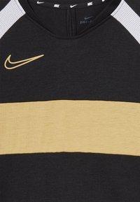 Nike Performance - DRY ACADEMY  - T-shirt sportiva - black/white/gold - 4