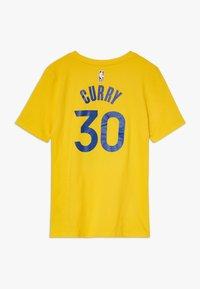Nike Performance - NBA CURRY STEPHEN GOLDEN STATE WARRIORS STATEMENT TEE - Klubové oblečení - amarillo - 1