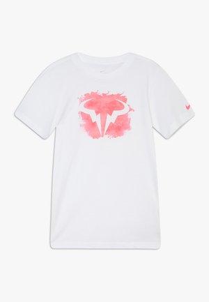 RAFAEL NADALEL NADAL TEE - T-shirt z nadrukiem - white/digital pink