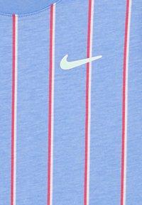 Nike Performance - TEE TEAM - Print T-shirt - royal pulse - 2