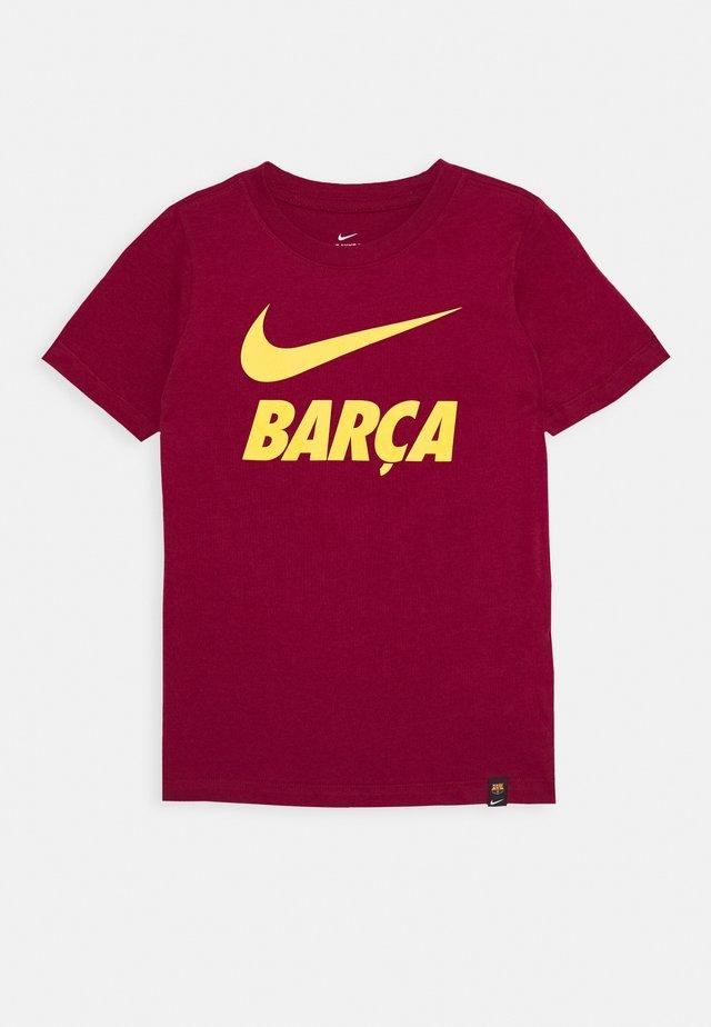 FC BARCELONA TEE GROUND - Klubtrøjer - noble red