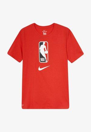 NBA LOGO MAN TEE - Camiseta estampada - university red
