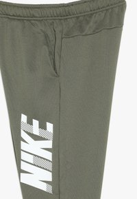 Nike Performance - DRY PANT - Pantalon de survêtement - medium olive/white - 3