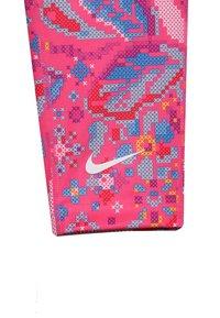 Nike Performance - ALL IN CAPRI FEMME - Rybaczki sportowe - hyper pink/white - 3
