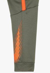 Nike Performance - THERMA PANT - Trainingsbroek - medium olive/total orange - 2
