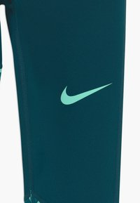 Nike Performance - TROPHY - Medias - midnight turq/emerald rise - 3