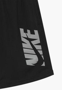 Nike Performance - Sportovní kraťasy - black/smoke grey - 3