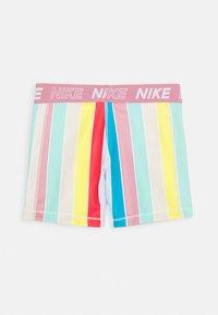 Nike Performance - BOY SHORT - Sportovní kraťasy - white/magic flamingo - 1
