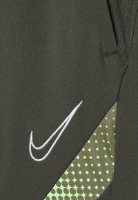 Nike Performance - DRY ACADEMY SHORT - Korte sportsbukser - cargo khaki/thermal green/white - 3