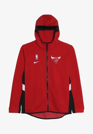 NBA CHICAGO BULLS THERMAFLEX TRAVEL HOODIE SHOWTIME  - Kurtka sportowa - university red