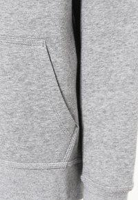 Nike Performance - Hættetrøjer - dk grey heather/white - 3