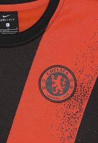 Nike Performance - CHELSEA LONDON DRY CREW  - Klubové oblečení - rush orange/black - 4