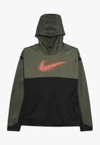 Nike Performance - THERMA HOODIE - Mikina skapucí - medium olive/black/total orange - 0