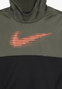 Nike Performance - THERMA HOODIE - Mikina skapucí - medium olive/black/total orange - 4