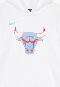 Nike Performance - NBA CHICAGO BULLS MARKKANENLAURI HOODIE CLUB  - Huppari - valor blue/white - 3