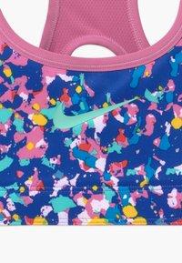 Nike Performance - REVERSIBLE - Sports bra - hyper blue/magic flamingo - 4