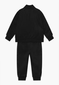Nike Sportswear - BLOCK TAPING TRICOT BABY SET - Survêtement - black - 1