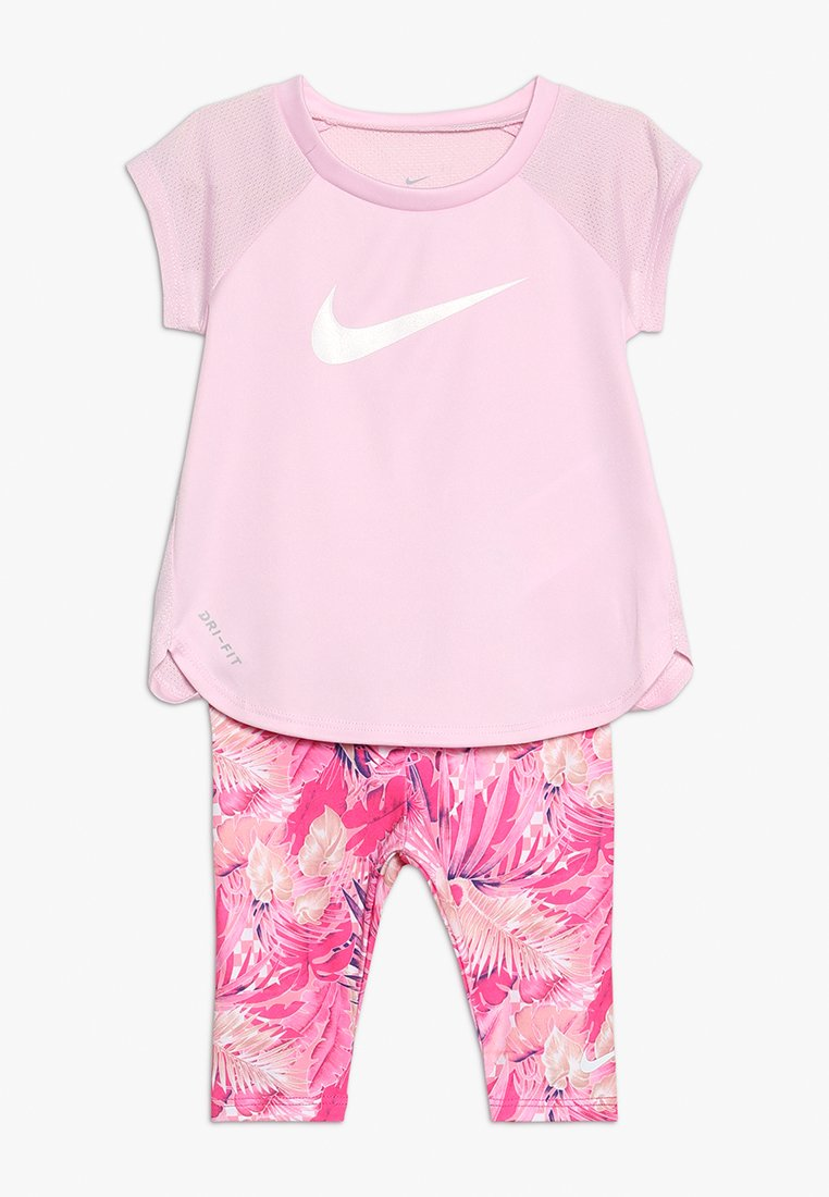 Nike Performance - RAGLAN TUNIC & CAPRI SET - Survêtement - laser fuchsia