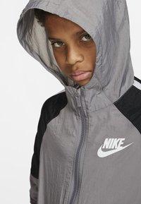 Nike Performance - Træningssæt - grey/black/white - 3