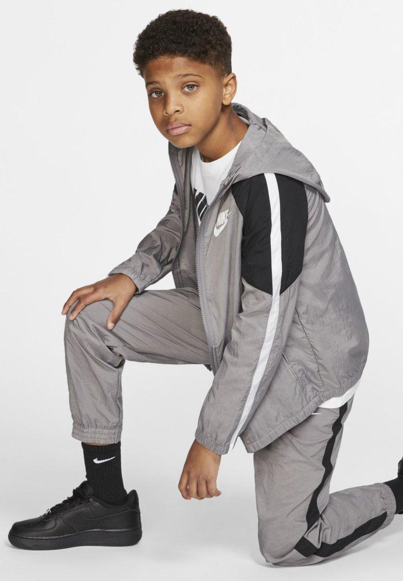 Nike Performance - Træningssæt - grey/black/white