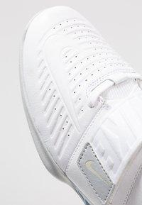 Nike Performance - ROMALEOS 3.5 - Sports shoes - white/metallic platinum - 6
