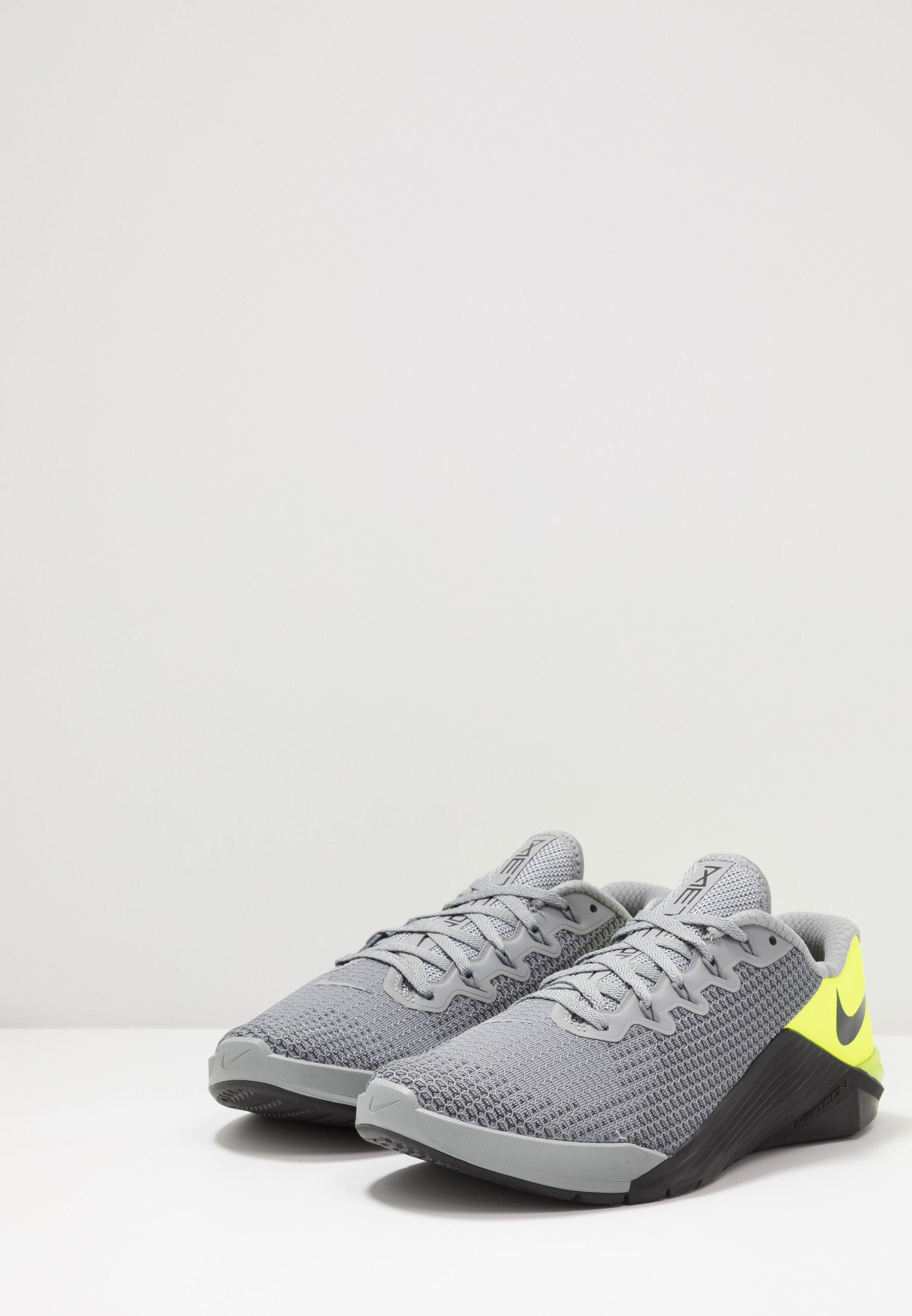 Nike Performance METCON 5 - Træningssko - particle grey/dark smoke grey/barely volt