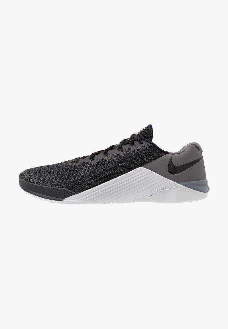Nike Performance - METCON 5 - Sportovní boty - black/white/gunsmoke