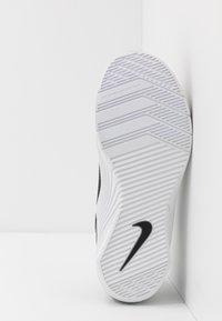 Nike Performance - METCON 5 - Sportovní boty - black/white/gunsmoke - 4