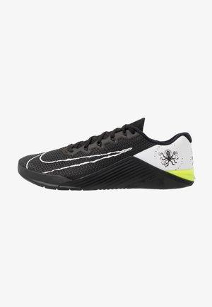METCON 5 - Sports shoes - black/white