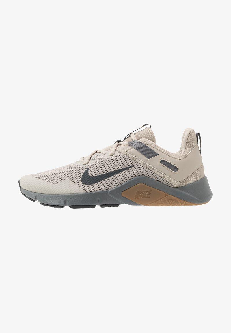 Nike Performance - LEGEND ESSENTIAL - Sports shoes - string/dark smoke grey/smoke grey/light brown
