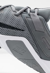 Nike Performance - LEGEND ESSENTIAL - Scarpe da fitness - smoke grey/dark smoke grey/particle grey - 5