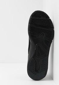 Nike Performance - LEGEND ESSENTIAL - Sportovní boty - black/white - 4